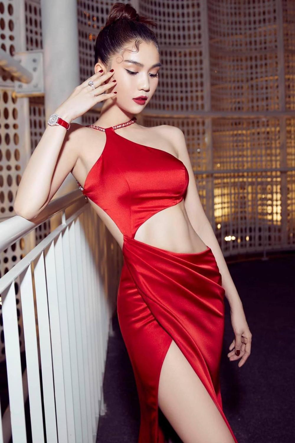Ngọc Trinh diện váy đỏ rực khoe lưng ong mượt mà đốt mắt fan Ảnh 2