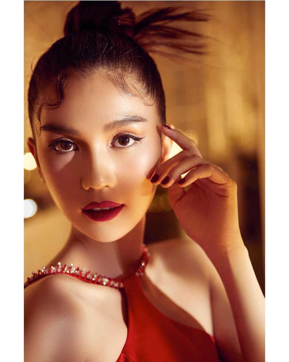 Ngọc Trinh diện váy đỏ rực khoe lưng ong mượt mà đốt mắt fan Ảnh 5