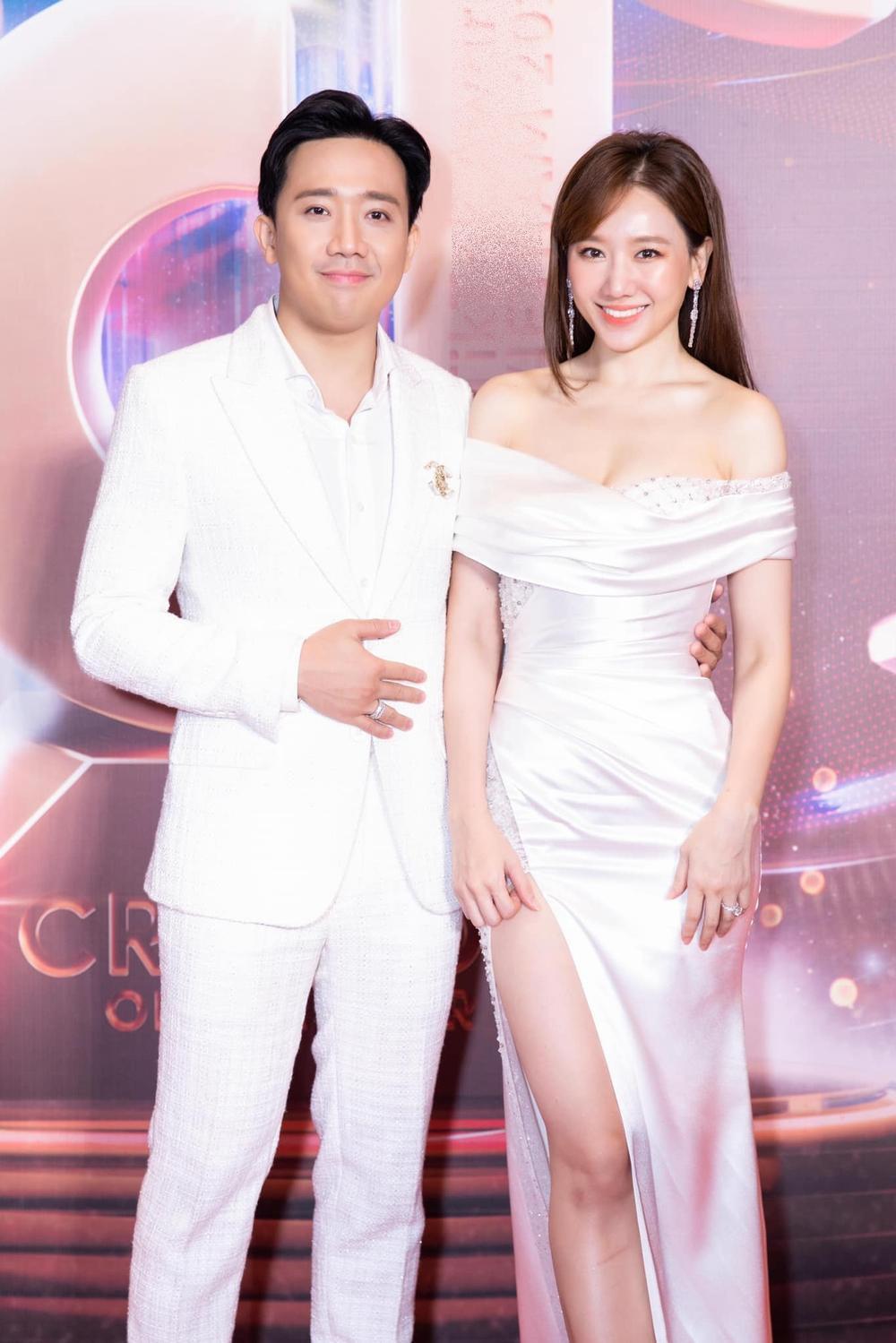 Hari Won mặc đầm trắng gợi cảm tột độ, hạnh phúc rạng ngời bên Trấn Thành Ảnh 2