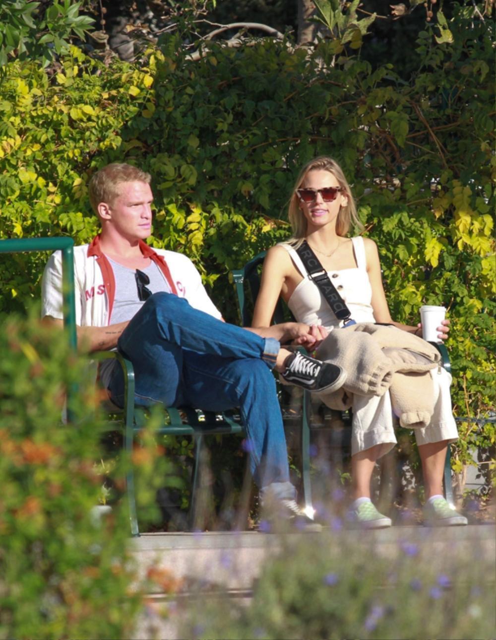 Cody Simpson xác nhận hẹn hò với và người mẫu Marloes Stevens được 4 tháng hậu chia tay Miley Cyrus Ảnh 1