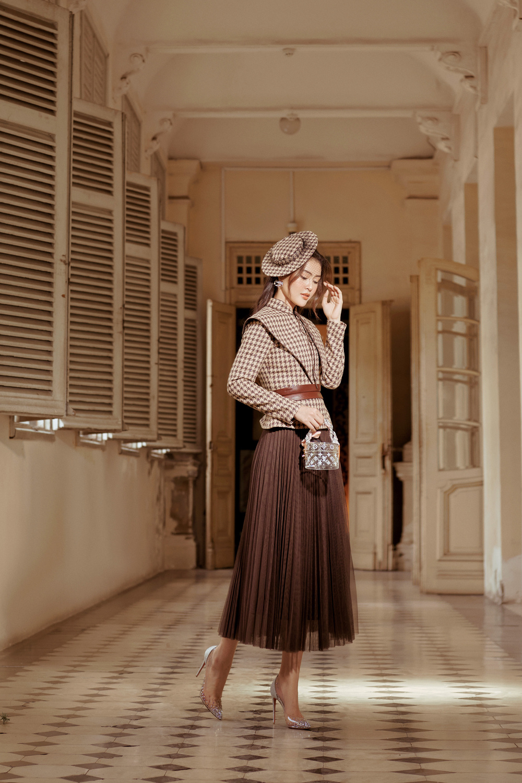 Lý Kim Thảo hóa quý cô mùa đông với tông màu trầm cổ điển đầy thanh lịch Ảnh 2