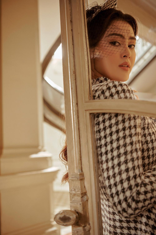 Lý Kim Thảo hóa quý cô mùa đông với tông màu trầm cổ điển đầy thanh lịch Ảnh 4