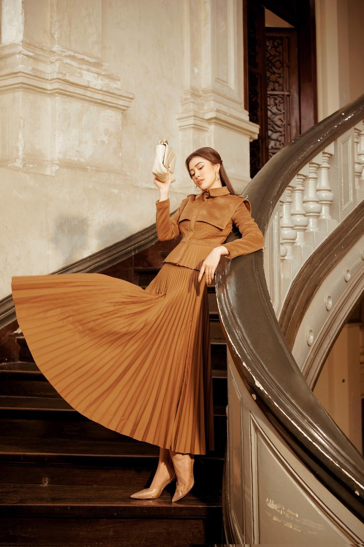 Lý Kim Thảo hóa quý cô mùa đông với tông màu trầm cổ điển đầy thanh lịch Ảnh 7