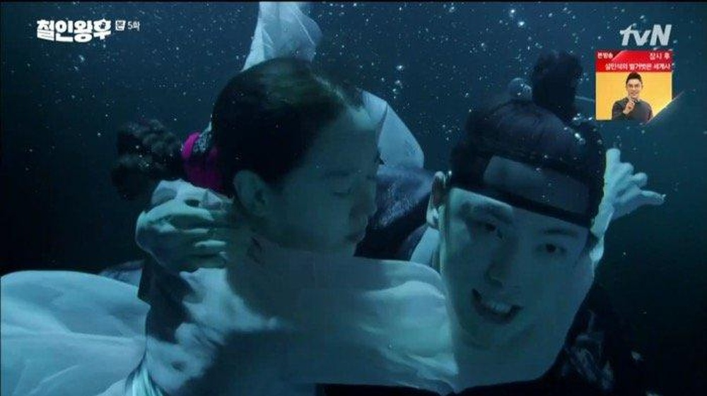 'Mr. Queen': Shin Hye Sun chỉ vì mê gái mà nổi máu anh hùng cứu Seo In Ah Ảnh 7