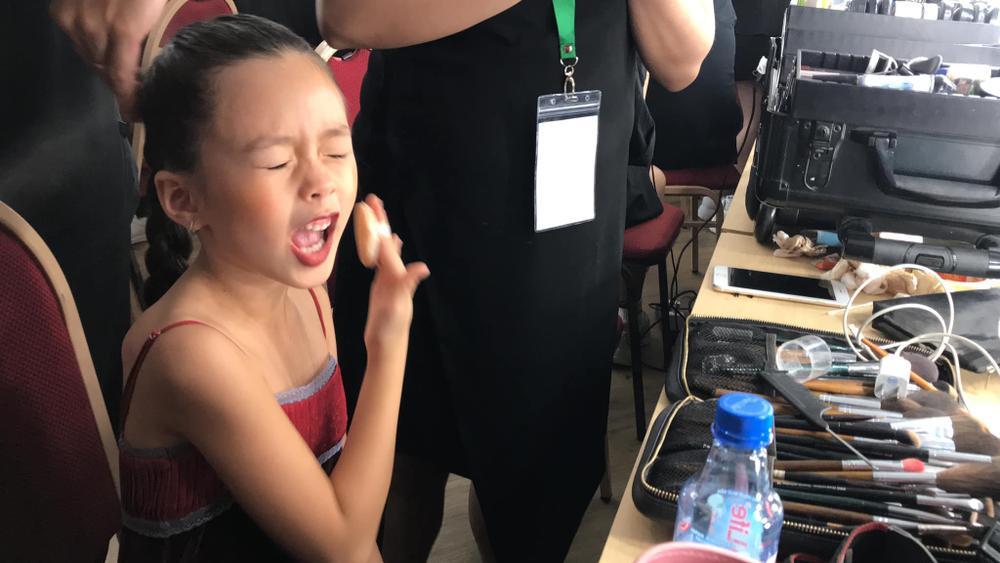 Con gái Đoan Trang tự trang điểm, biểu cảm đáng yêu hút nghìn lượt like Ảnh 4
