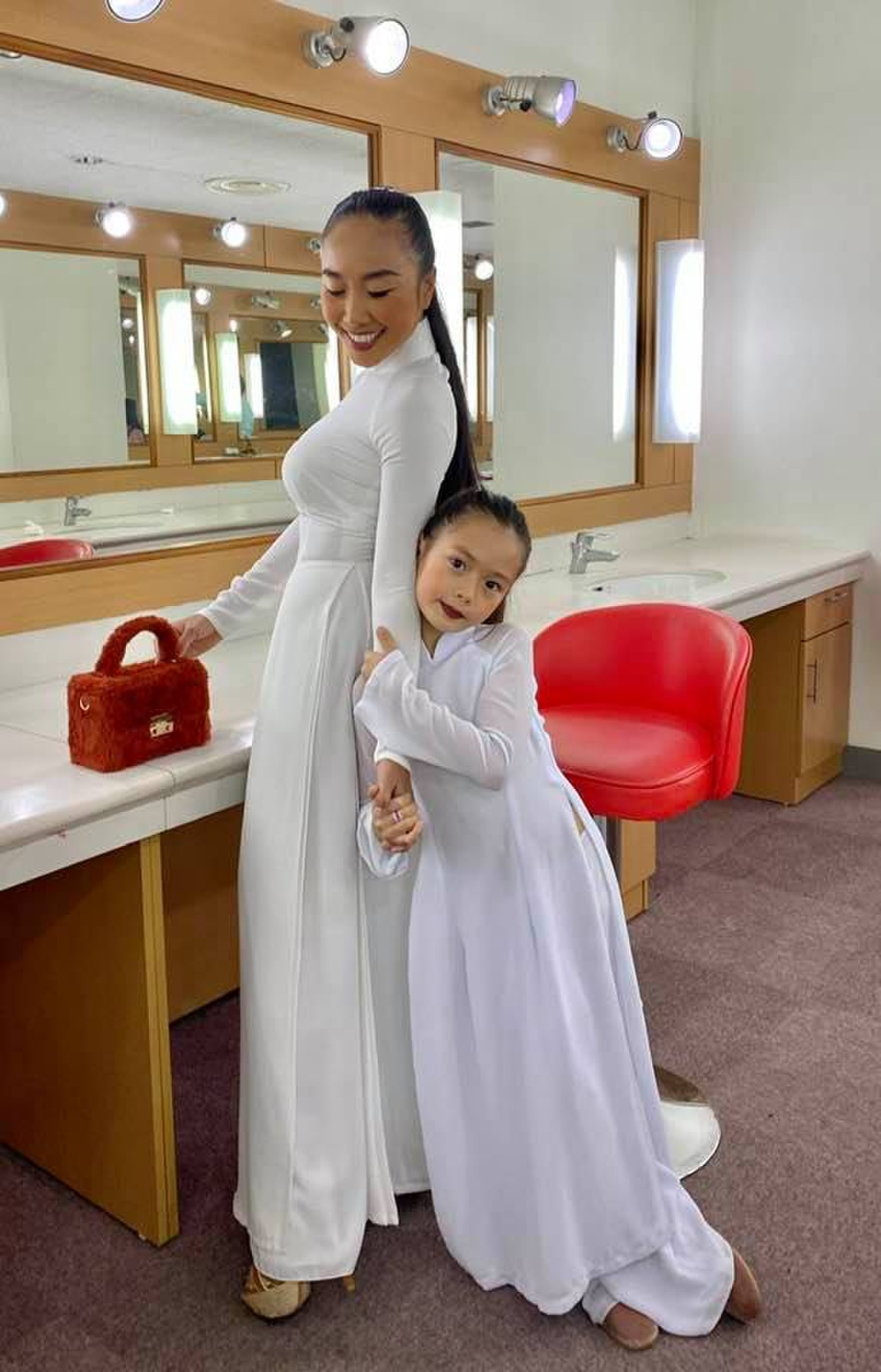 Con gái Đoan Trang tự trang điểm, biểu cảm đáng yêu hút nghìn lượt like Ảnh 7