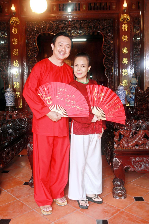 Việt Hương khóc nấc khi nhắc đến cố nghệ sĩ Chí Tài trên sân khấu: 'Anh ra đi nhưng nụ cười còn mãi' Ảnh 1