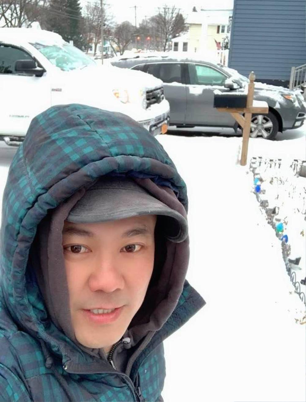 Đau xé lòng với bức ảnh Vân Quang Long cầu nguyện Chí Tài ra đi thanh thản Ảnh 4