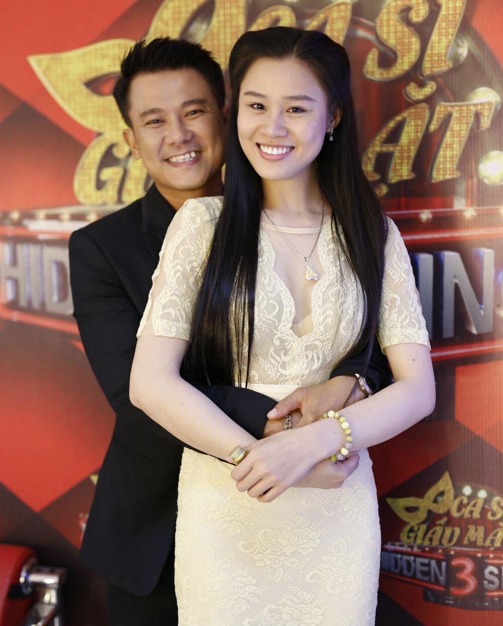 Con gái Vân Quang Long quấy khóc đòi đi tìm ba nửa đêm, vợ trẻ nghẹn ngào: 'Mẹ biết tìm ba ở đâu' Ảnh 4