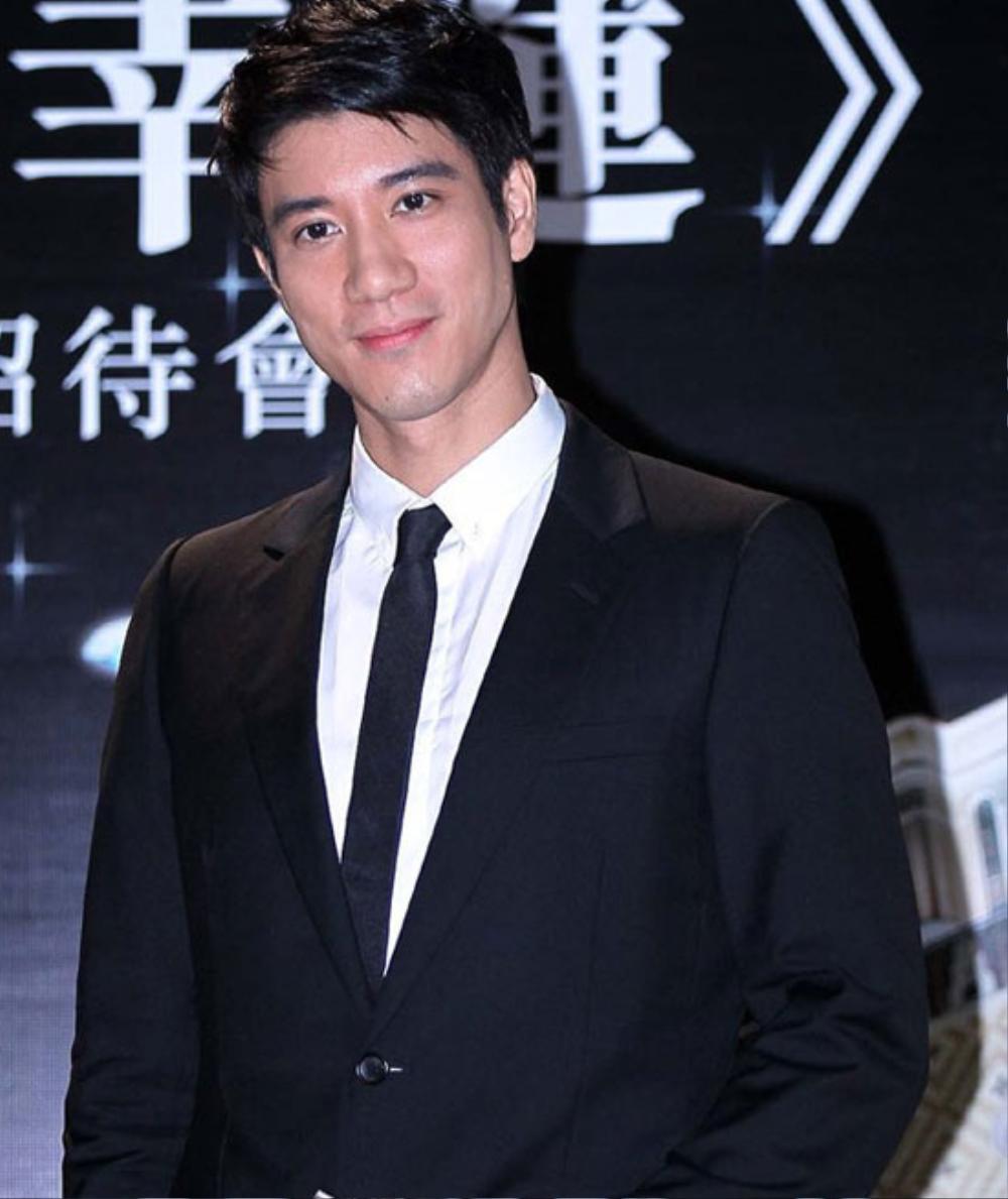 Vương Nhất Bác hợp tác với nghệ sĩ đa tài của Châu Á trên sân khấu mừng năm mới Ảnh 8