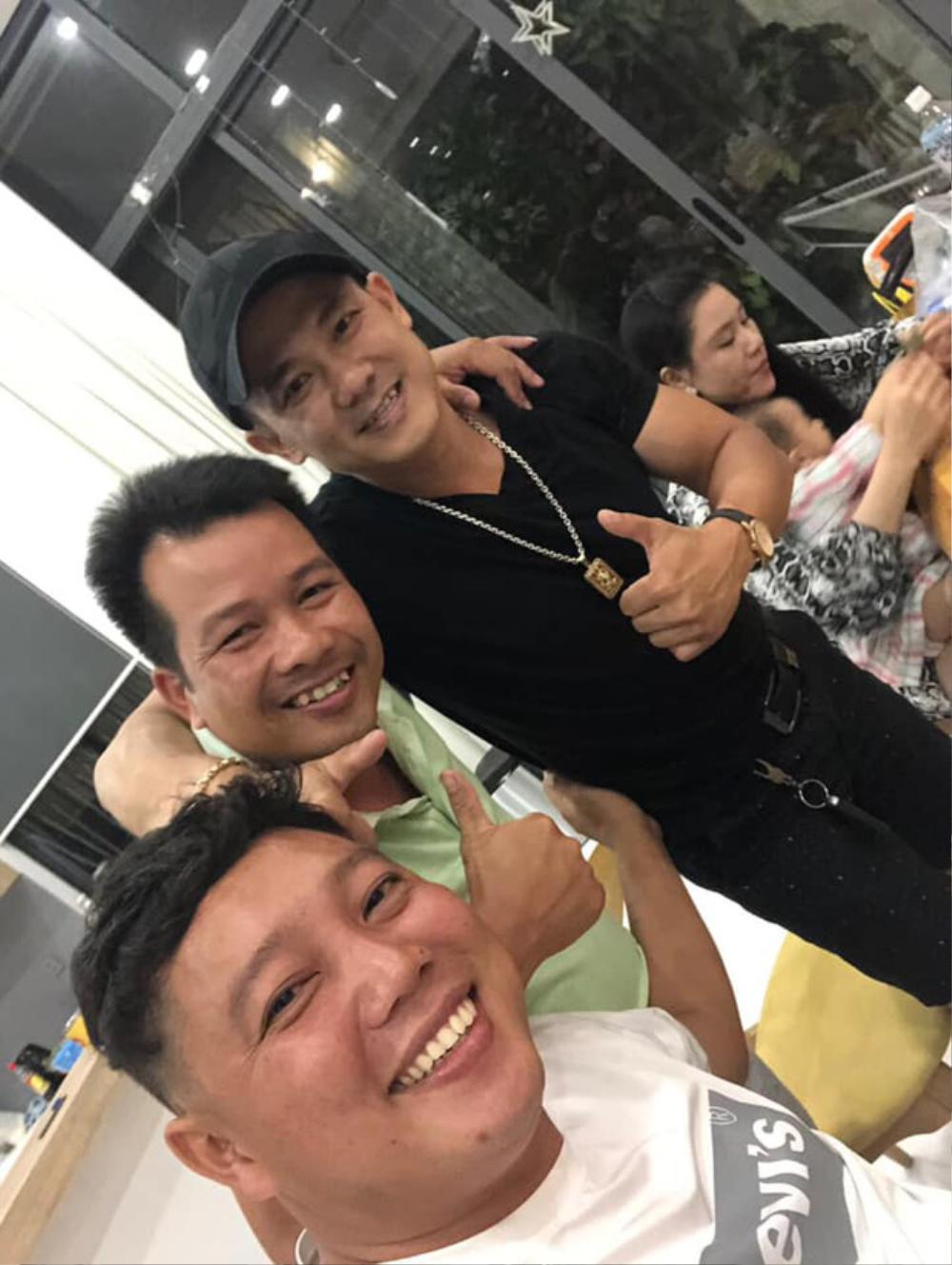 Những ngày cuối đời của Vân Quang Long: Đi làm thợ điện, tranh thủ sáng tác nhạc hát livestream Ảnh 3