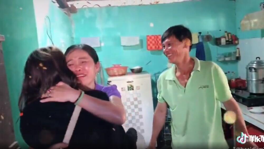 Muôn vàn cảm xúc của du học sinh Việt Nam về thăm nhà dịp Tết khiến dân mạng xúc động Ảnh 3