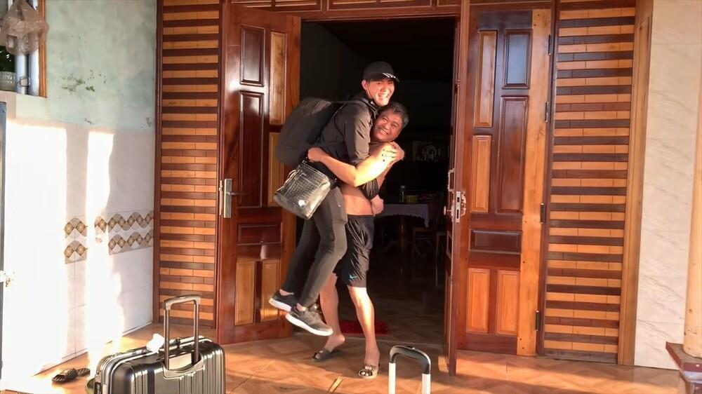 Muôn vàn cảm xúc của du học sinh Việt Nam về thăm nhà dịp Tết khiến dân mạng xúc động Ảnh 6