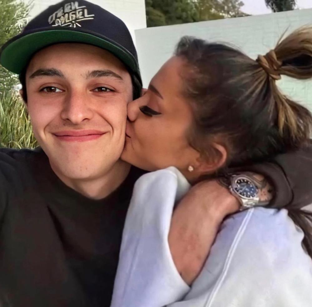 Ariana Grande đính hôn với Dalton Gomez: Pete Davidson cảm thấy bị tổn thương? Ảnh 13