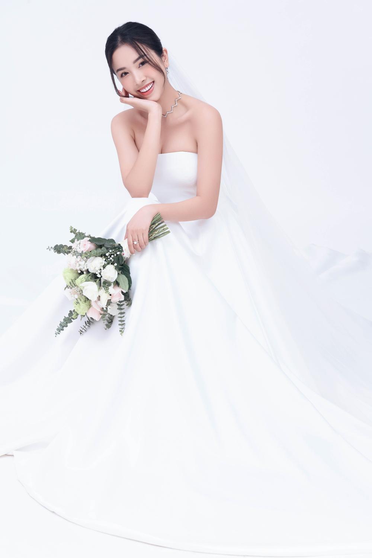 Á hậu Thúy An đẹp rạng ngời trong bộ ảnh cưới, e ấp hạnh phúc bên chồng tiến sĩ Ảnh 3