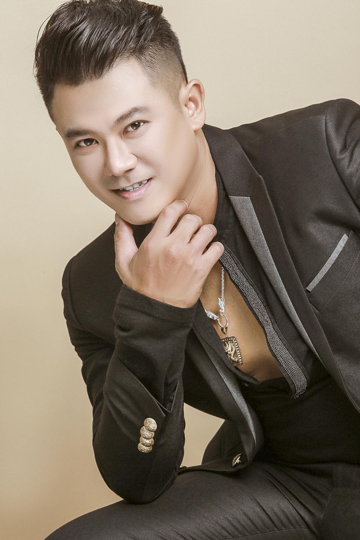 Facebook ca sĩ Vân Quang Long chuyển sang chế độ tưởng nhớ khiến fan bồi hồi, xúc động Ảnh 3