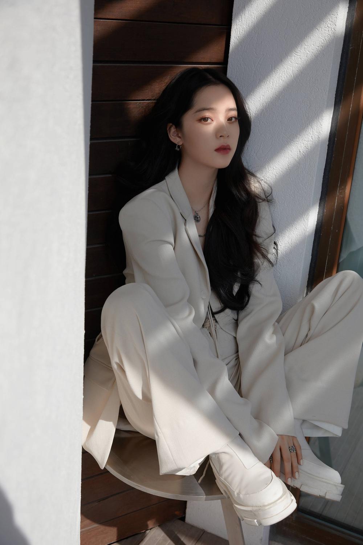 Gala mừng xuân đài Chiết Giang 2021: Angelababy hóa nữ hoàng, Cúc Tịnh Y vẫn y lối makeup cũ Ảnh 8