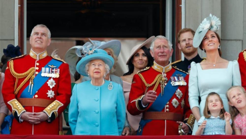 Kate Middleton học tập gu thời trang của Nữ hoàng Elizabeth II Ảnh 8