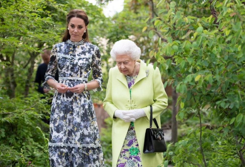 Kate Middleton học tập gu thời trang của Nữ hoàng Elizabeth II Ảnh 7