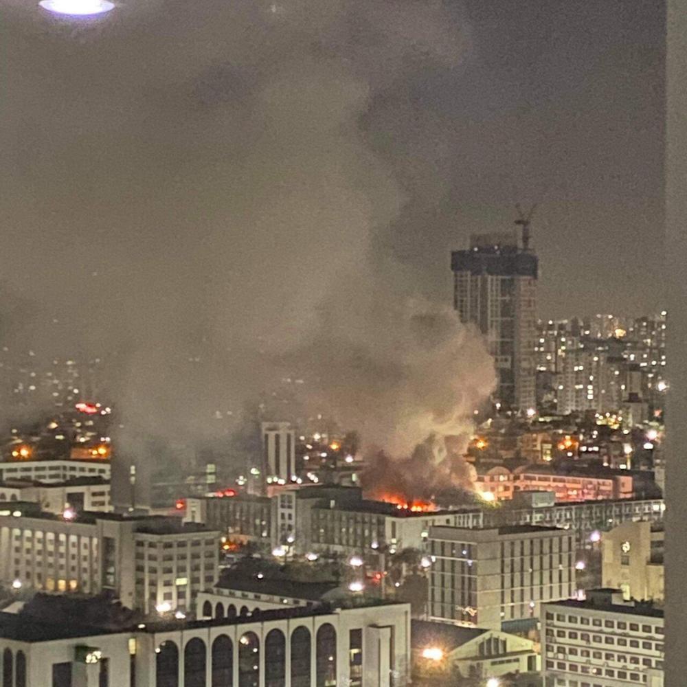 Trường Đại học Hàn Quốc cháy lớn ngay đêm Giao thừa 2021: Hơn 70 lính cứu hỏa đến dập lửa! Ảnh 1