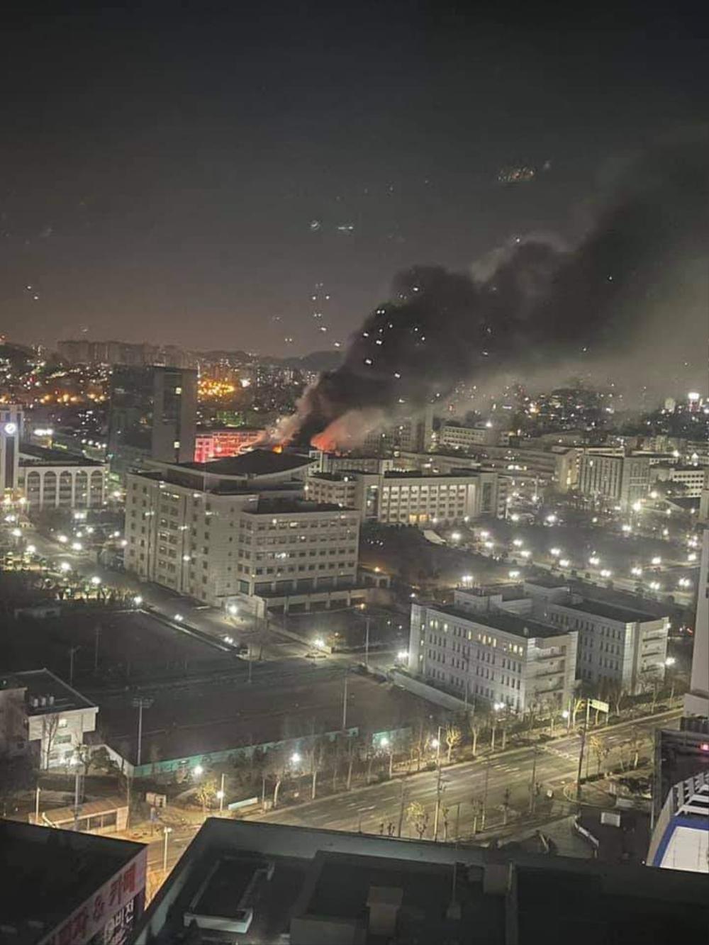 Trường Đại học Hàn Quốc cháy lớn ngay đêm Giao thừa 2021: Hơn 70 lính cứu hỏa đến dập lửa! Ảnh 3