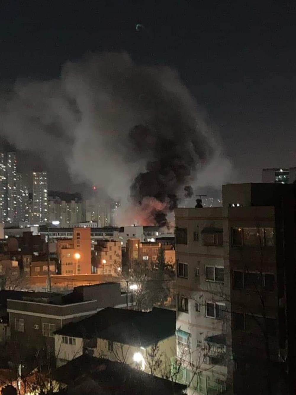 Trường Đại học Hàn Quốc cháy lớn ngay đêm Giao thừa 2021: Hơn 70 lính cứu hỏa đến dập lửa! Ảnh 2