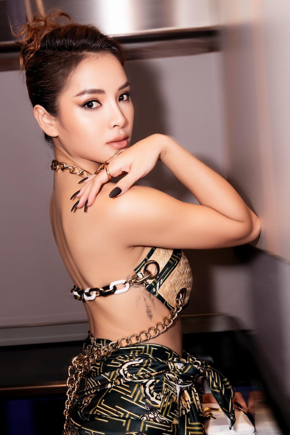 Phương Trinh Jolie hóa 'nữ thần rắn', quyến rũ hết nấc cùng áo không chút vải Ảnh 3