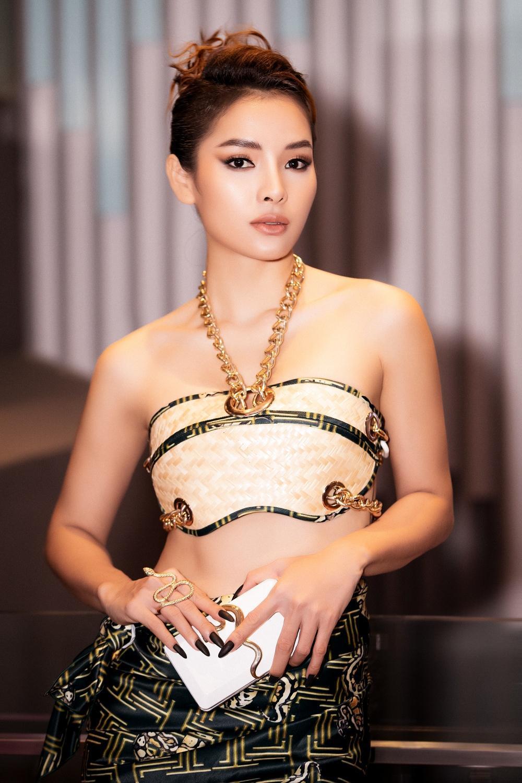 Phương Trinh Jolie hóa 'nữ thần rắn', quyến rũ hết nấc cùng áo không chút vải Ảnh 6