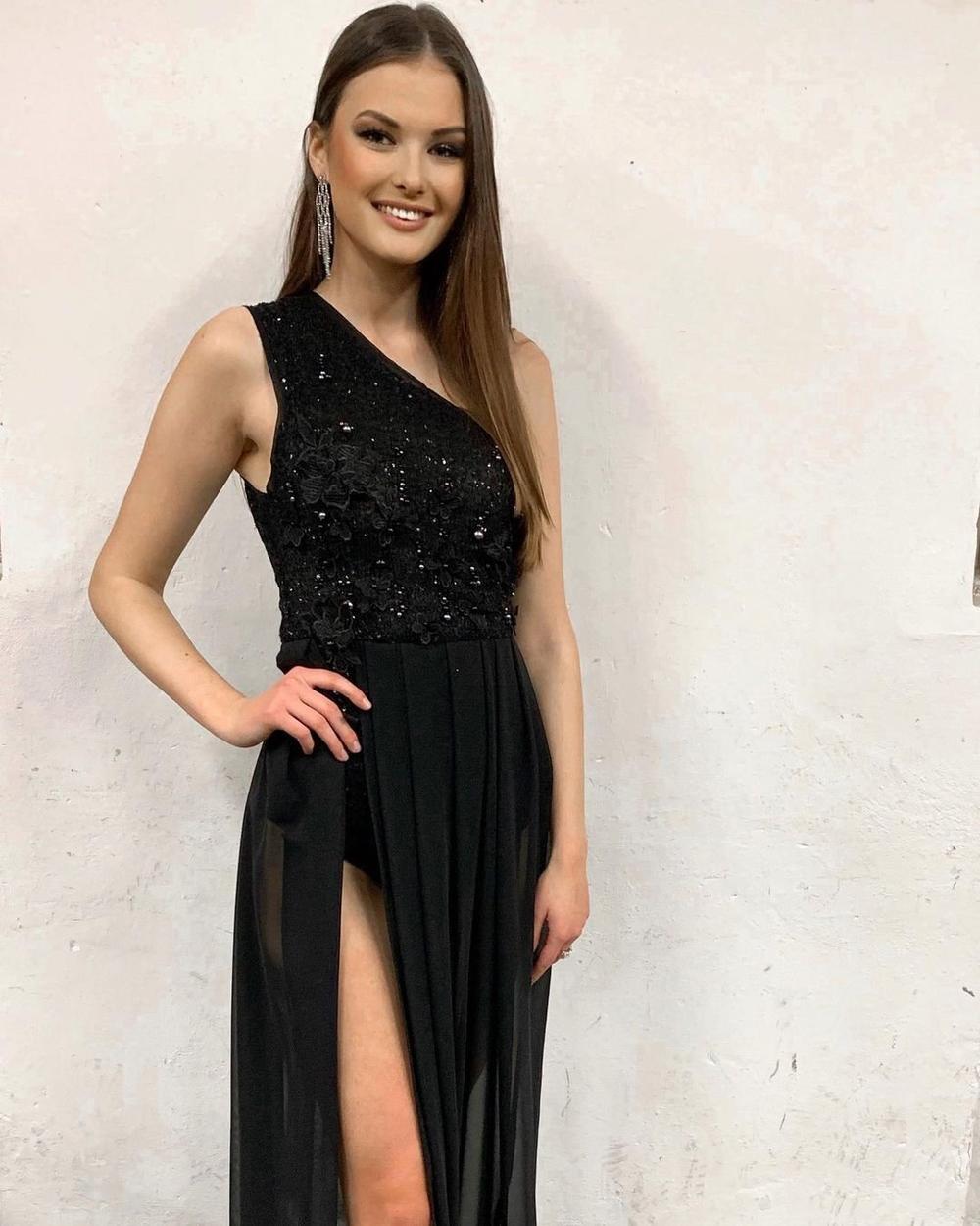 Miss Earth Water 2019 đại diện Cộng Hòa Séc tại Miss Universe: Khánh Vân thêm một đối thủ 'sừng sỏ' Ảnh 2