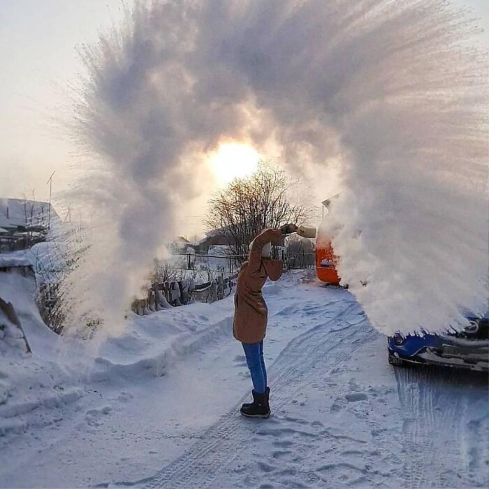 Mỳ đóng băng, quần áo 'đông cứng' ngoài trời âm 40 độ C Ảnh 6