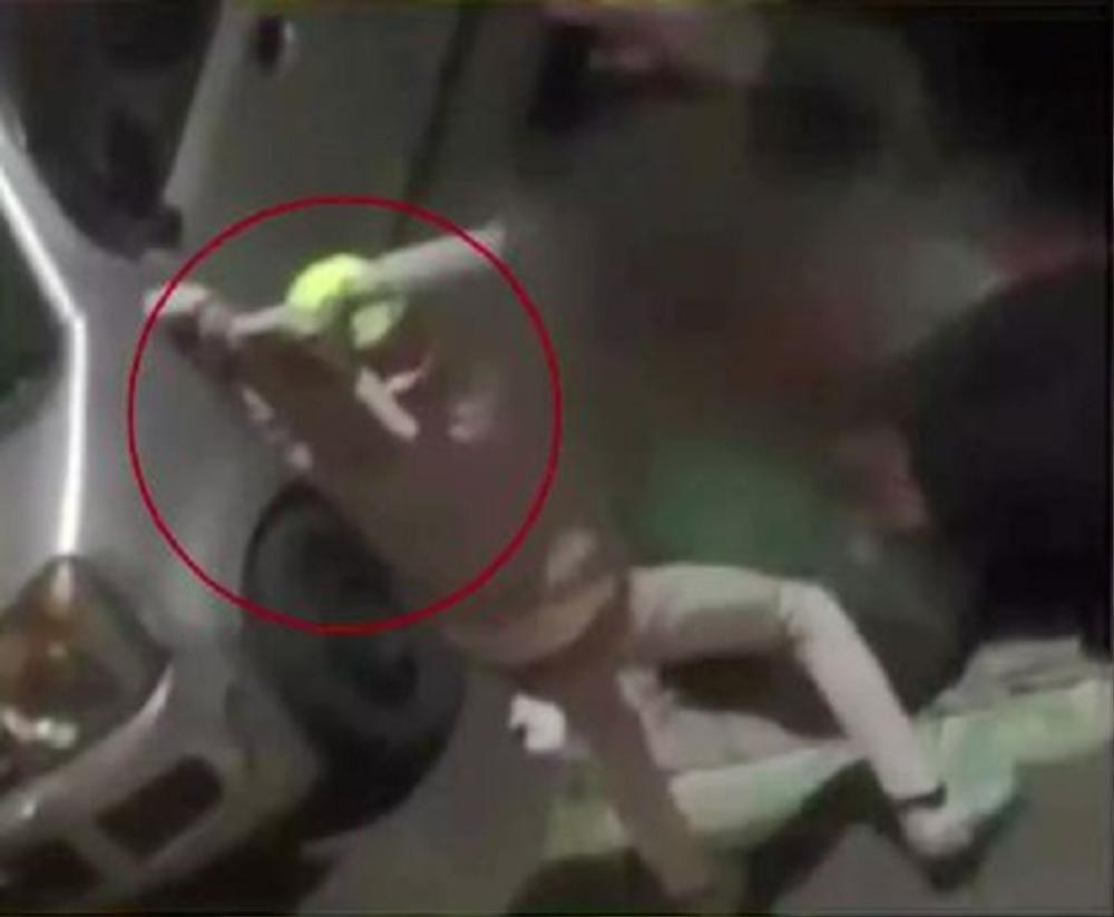 Hai mẹ con bị cưỡng hiếp tập thể trên đường, người dân thản nhiên đứng quay video Ảnh 1