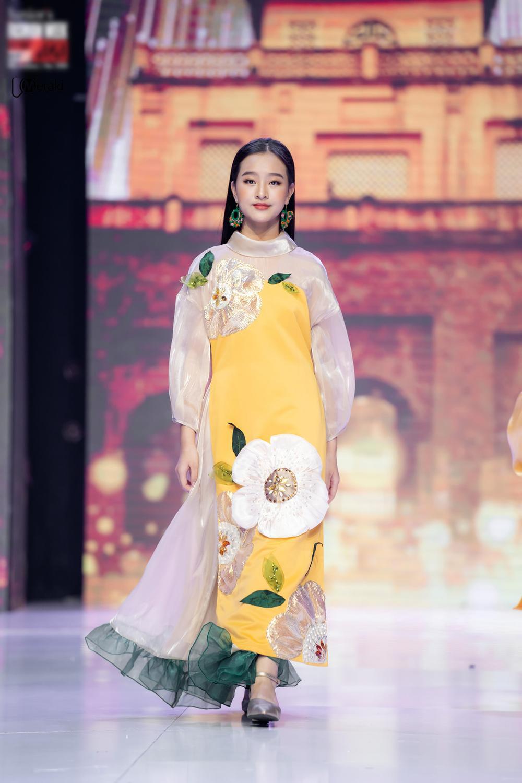 Catwalk đẹp, xinh như Lương Thùy Linh: Quỳnh Anh sẽ là Hoa hậu Việt Nam như lời tiên tri của Emily? Ảnh 6