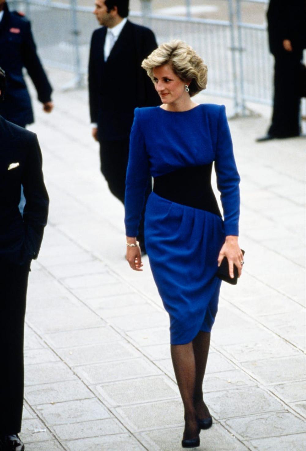 Tại sao phụ nữ hoàng gia luôn cầm theo túi xách? Ảnh 5