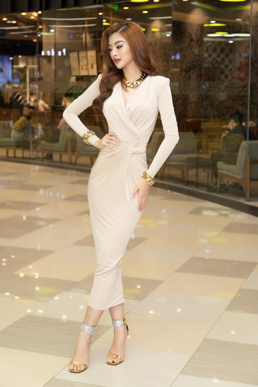 Kiều Loan khoe dáng chuẩn lần đầu 'chạm trán' Top 3 Hoa hậu Việt Nam Đỗ Thị Hà, Phương Anh, Ngọc Thảo Ảnh 5