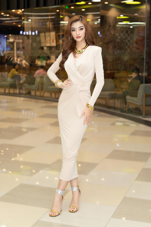 Kiều Loan khoe dáng chuẩn lần đầu 'chạm trán' Top 3 Hoa hậu Việt Nam Đỗ Thị Hà, Phương Anh, Ngọc Thảo Ảnh 7