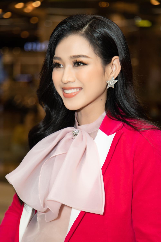 Kiều Loan khoe dáng chuẩn lần đầu 'chạm trán' Top 3 Hoa hậu Việt Nam Đỗ Thị Hà, Phương Anh, Ngọc Thảo Ảnh 9