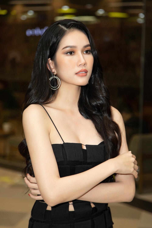 Kiều Loan khoe dáng chuẩn lần đầu 'chạm trán' Top 3 Hoa hậu Việt Nam Đỗ Thị Hà, Phương Anh, Ngọc Thảo Ảnh 12