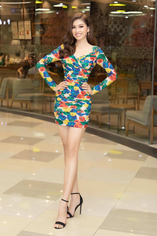 Kiều Loan khoe dáng chuẩn lần đầu 'chạm trán' Top 3 Hoa hậu Việt Nam Đỗ Thị Hà, Phương Anh, Ngọc Thảo Ảnh 15