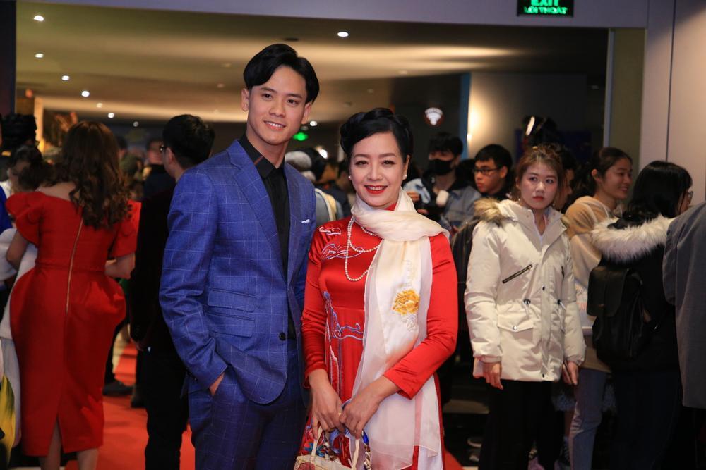 Hoa hậu Đỗ Mỹ Linh đọ sắc Châu Bùi, ông cháu Cậu Vàng chiếm trọn 'spotlight' trong họp báo ra mắt phim Ảnh 36