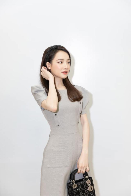 Không váy vóc lụa là, Nhã Phương vẫn xinh đẹp đáng ghen tị ở đời thường giản dị Ảnh 5
