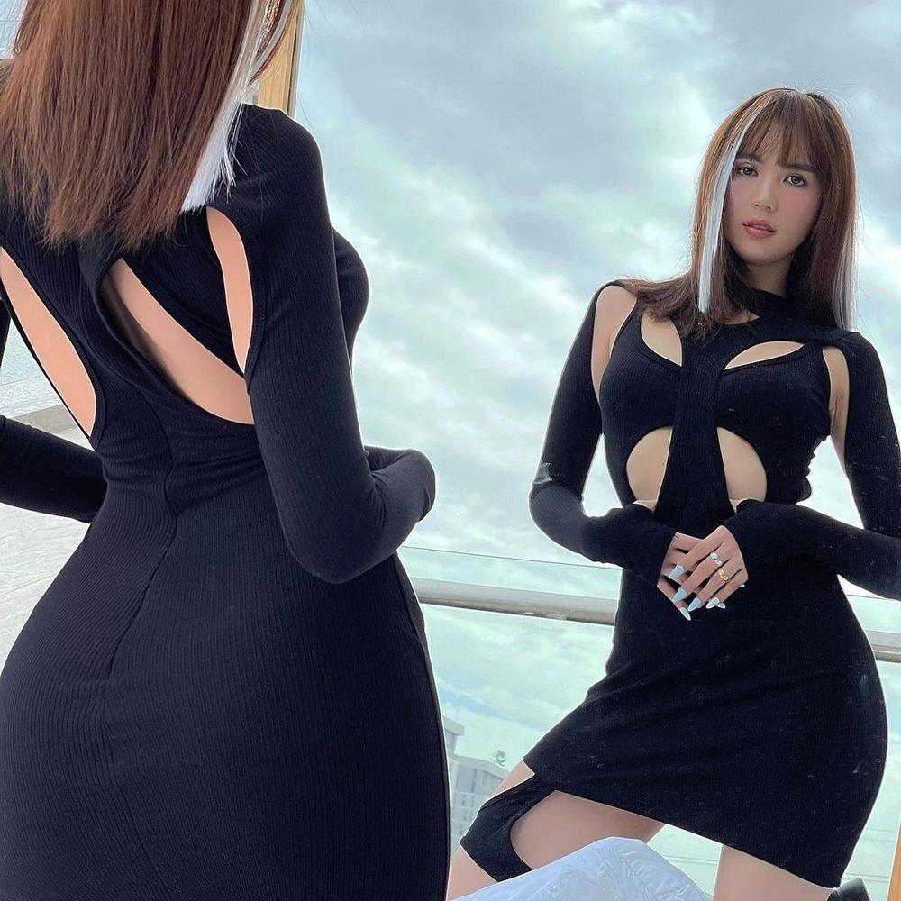 Ngọc Trinh chất chơi với tóc hightlight và váy đen cắt khoét 'nhức mắt' Ảnh 1