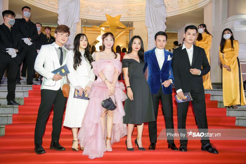 Thảm đỏ 'Ngôi sao xanh 2020': Chi Pu đọ sắc LONA cùng dàn Hoa hậu đẹp ngút ngàn của Việt Nam Ảnh 61