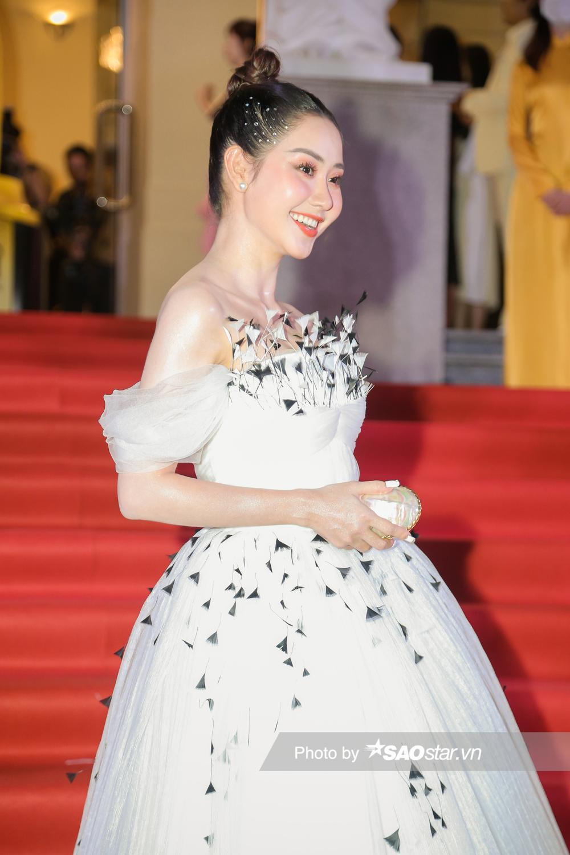 Thảm đỏ 'Ngôi sao xanh 2020': Chi Pu đọ sắc LONA cùng dàn Hoa hậu đẹp ngút ngàn của Việt Nam Ảnh 22