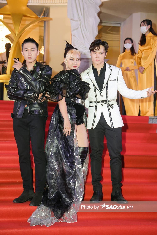 Thảm đỏ 'Ngôi sao xanh 2020': Chi Pu đọ sắc LONA cùng dàn Hoa hậu đẹp ngút ngàn của Việt Nam Ảnh 64