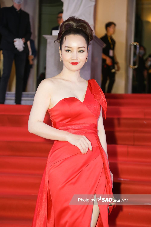 Thảm đỏ 'Ngôi sao xanh 2020': Chi Pu đọ sắc LONA cùng dàn Hoa hậu đẹp ngút ngàn của Việt Nam Ảnh 55