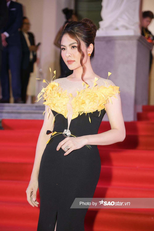 Thảm đỏ 'Ngôi sao xanh 2020': Chi Pu đọ sắc LONA cùng dàn Hoa hậu đẹp ngút ngàn của Việt Nam Ảnh 40