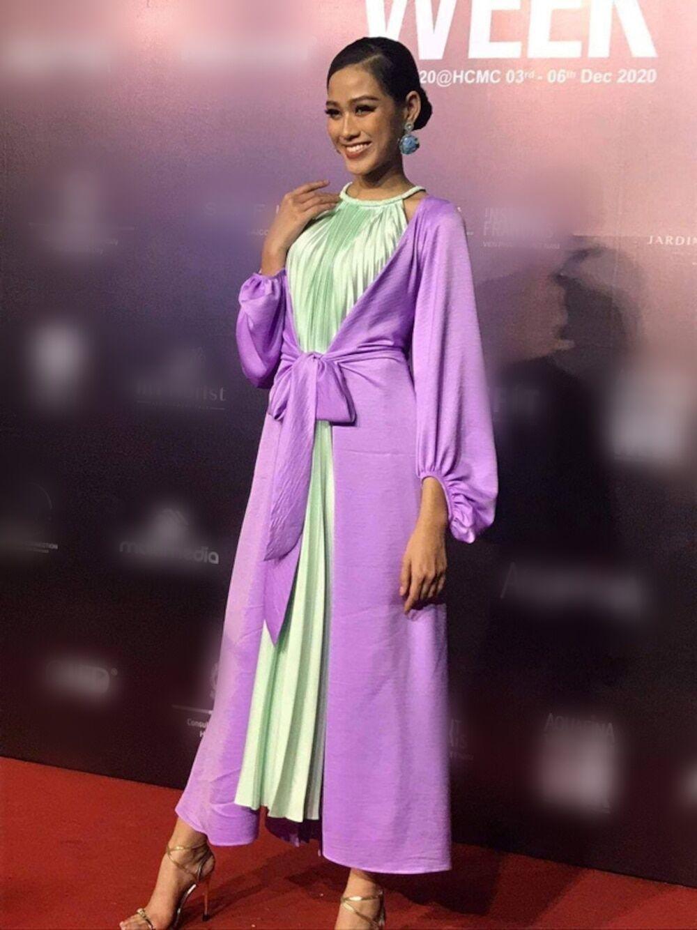 Hoa hậu Đỗ Thị Hà lần đầu nói về cân nặng và những ý kiến chê bai nhan sắc hậu đăng quang Ảnh 2
