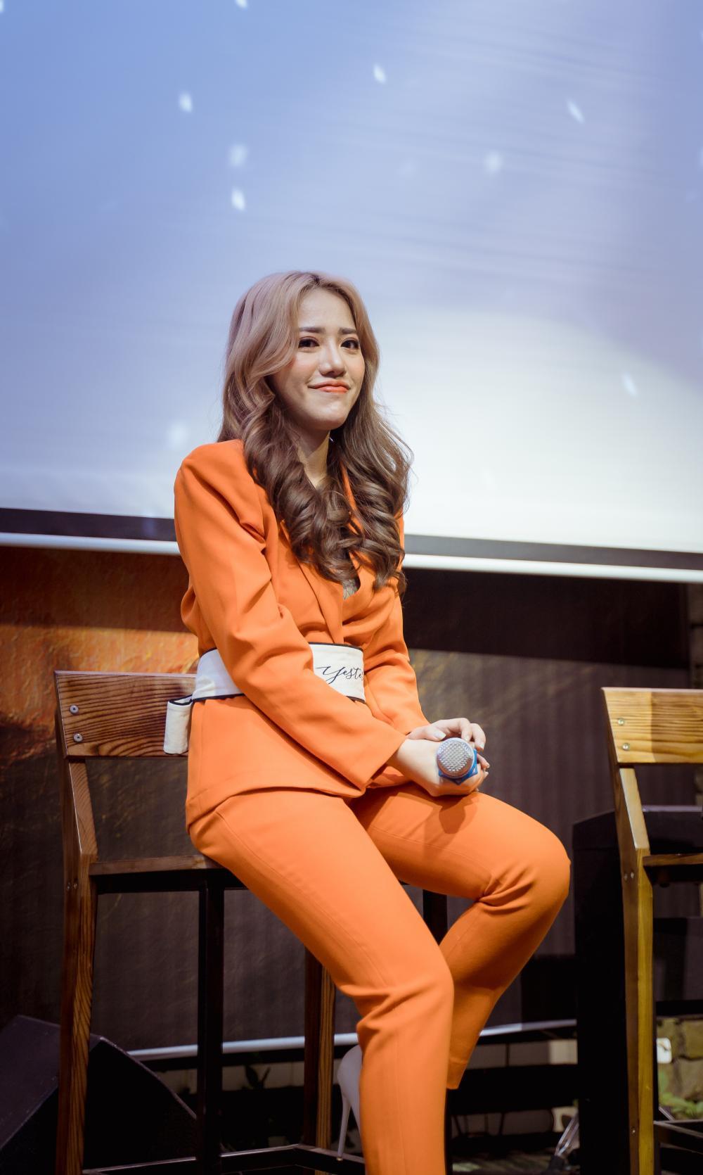 Phùng Khánh Linh từng có ý định dừng ca hát để bán hàng online Ảnh 4