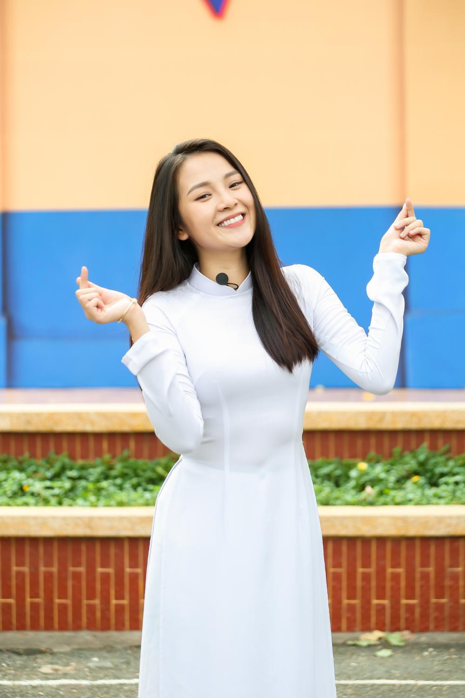 Tam Triều Dâng: 'Nếu được quay lại thời học sinh, tôi sẽ khóc thật nhiều trên bục dũng khí' Ảnh 1