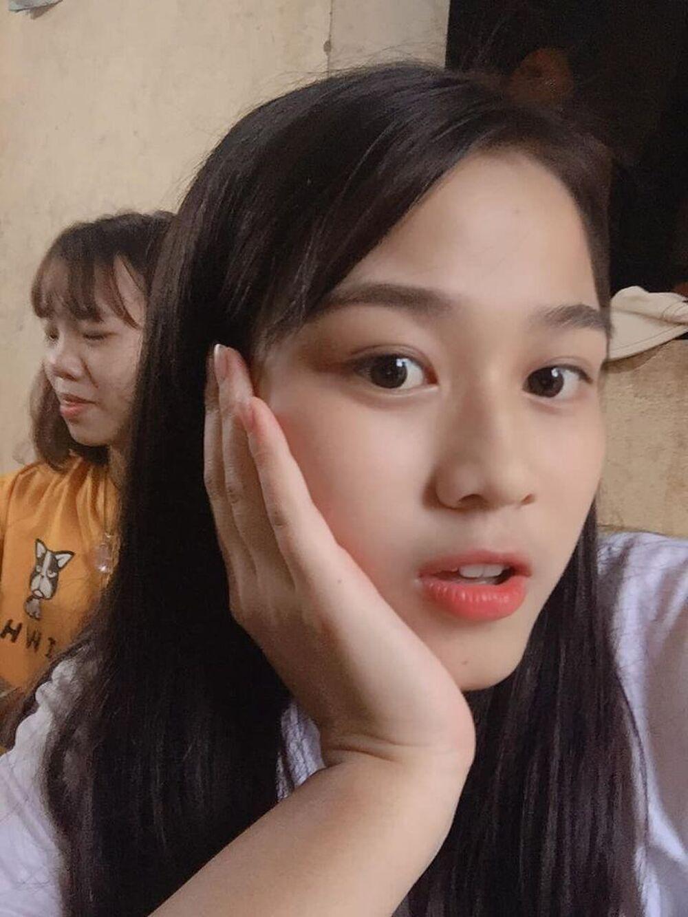 Mặt mộc của 3 hoa hậu đắt show nhất hiện nay: Em út Đỗ Thị Hà 'búng ra sữa' Ảnh 14